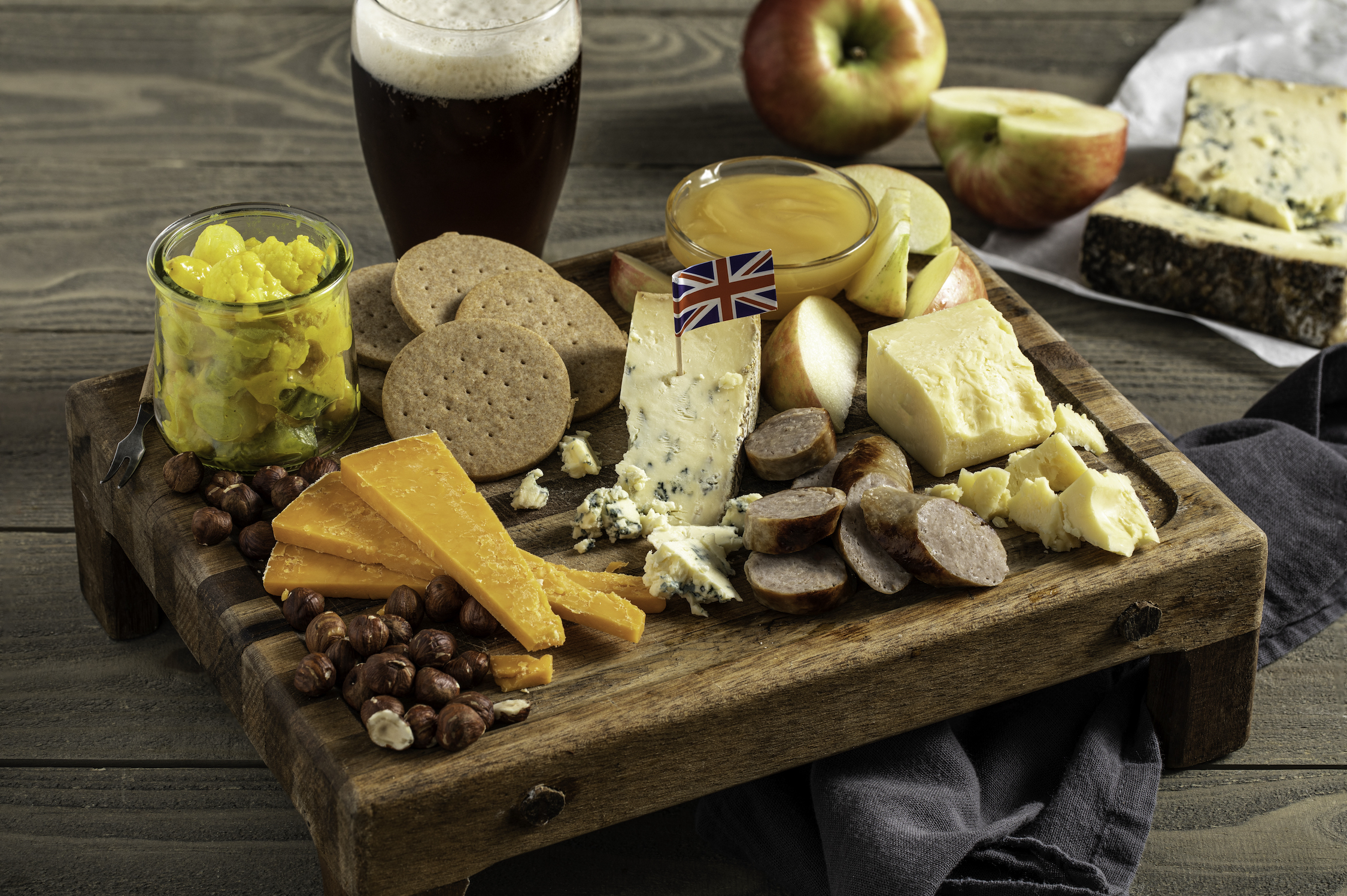 P04 International Cheese Plate England sm